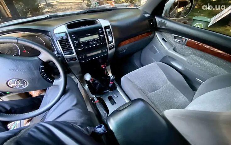 Toyota Land Cruiser Prado 2007 серый - фото 8