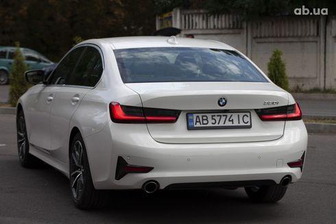 BMW 3 серия 2019 белый - фото 8