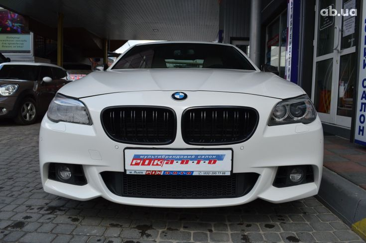 BMW 5 серия 2013 белый - фото 3