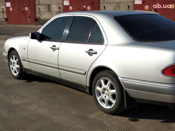Mercedes-Benz E-Класс 1998 серый - фото 2