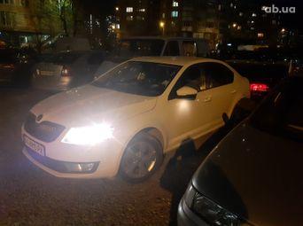 Авто Лифтбэк 2013 года б/у - купить на Автобазаре