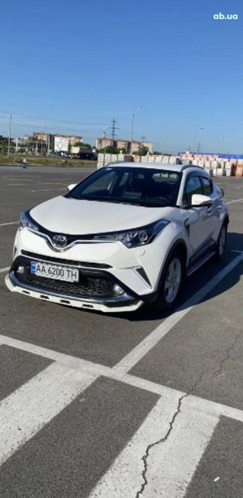 Toyota C-HR 2018 белый - фото 2