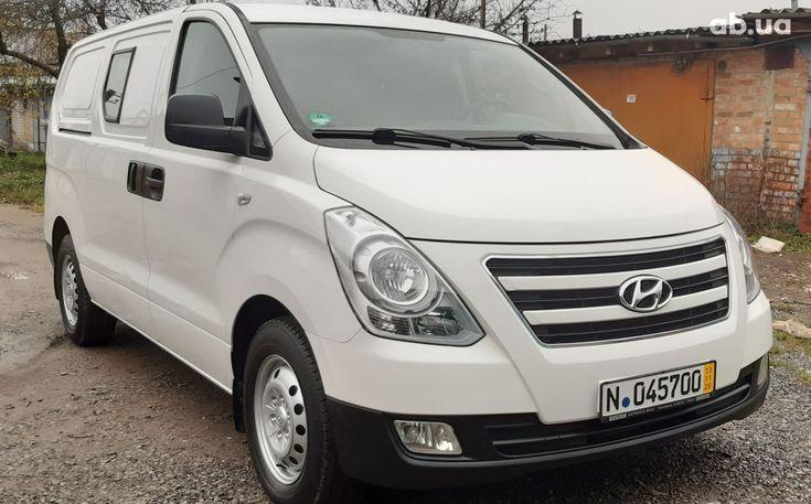 Hyundai H-1 2016 белый - фото 14