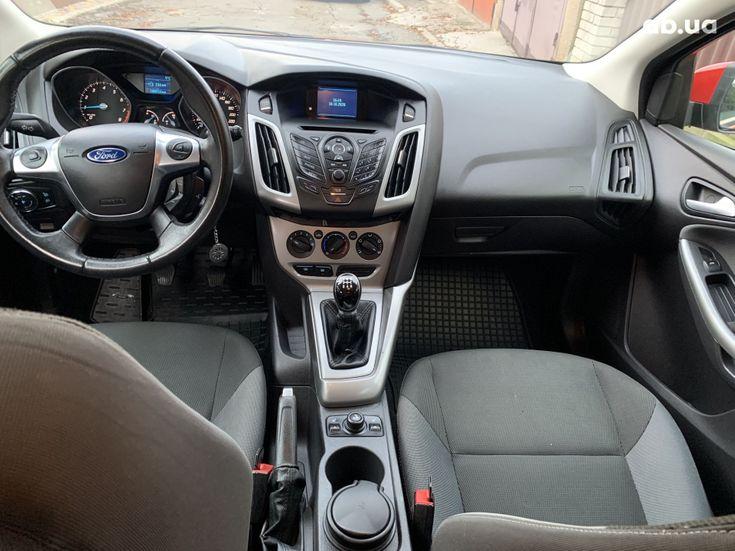 Ford Focus 2011 красный - фото 8