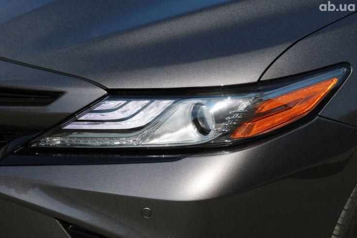 Toyota Camry 2018 серый - фото 4