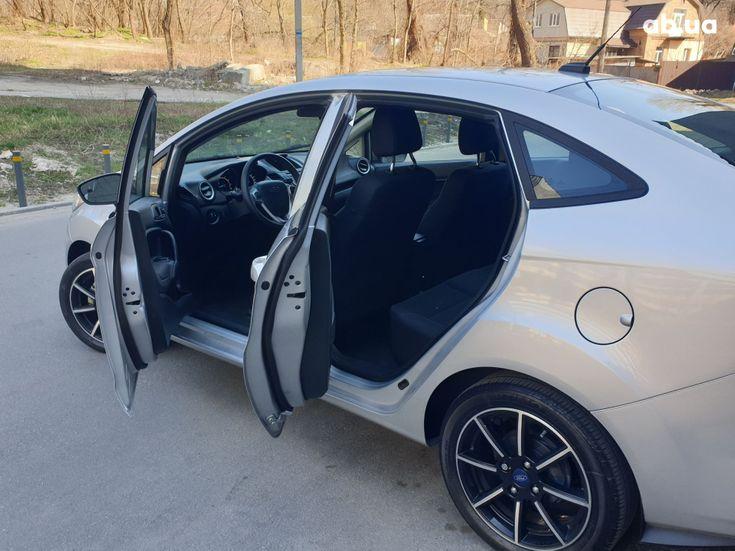 Ford Fiesta 2018 серебристый - фото 5