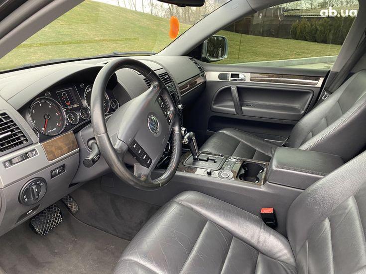 Volkswagen Touareg 2005 черный - фото 10