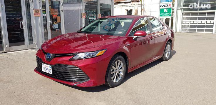 Toyota Camry 2020 красный - фото 1