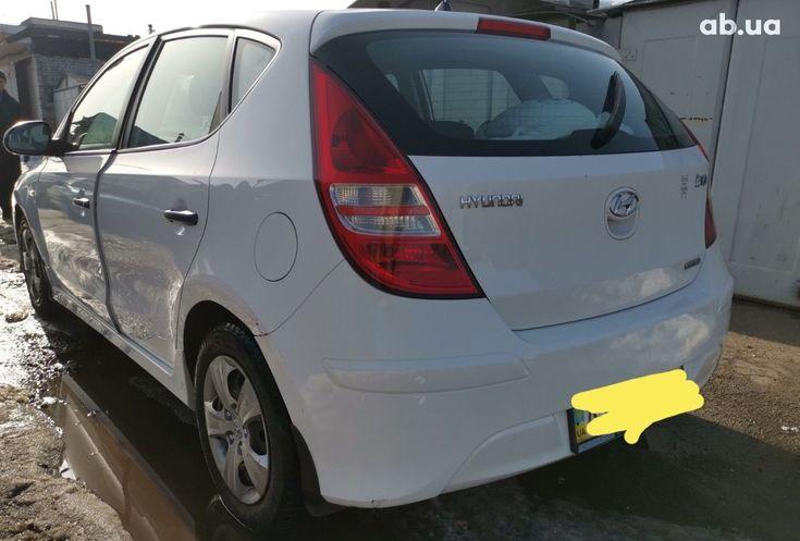 Hyundai i30 2011 белый - фото 3