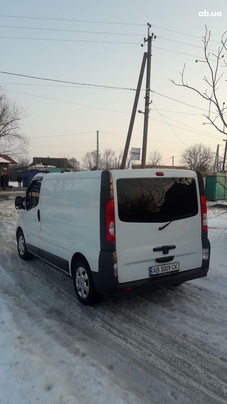 Renault Trafic 2012 белый - фото 41
