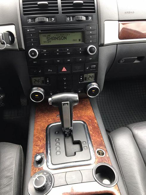 Volkswagen Touareg 2007 черный - фото 7