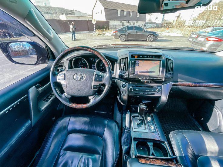 Toyota Land Cruiser 2011 черный - фото 15