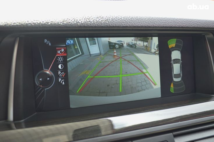 BMW 5 серия 2013 белый - фото 11