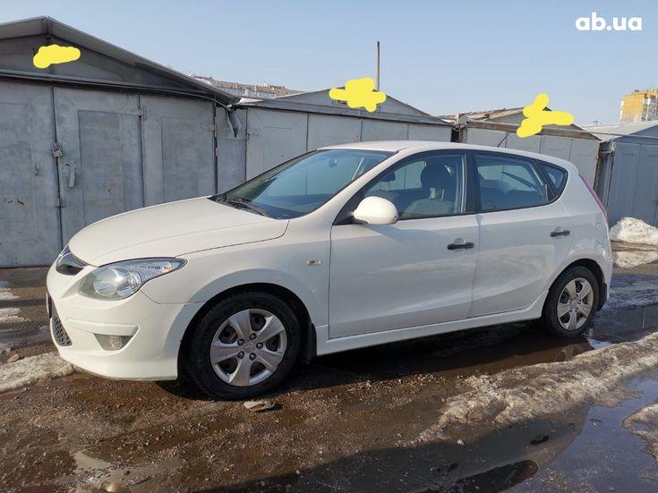 Hyundai i30 2011 белый - фото 9