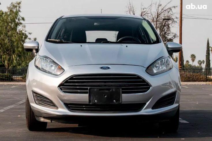 Ford Fiesta 2015 серебристый - фото 2