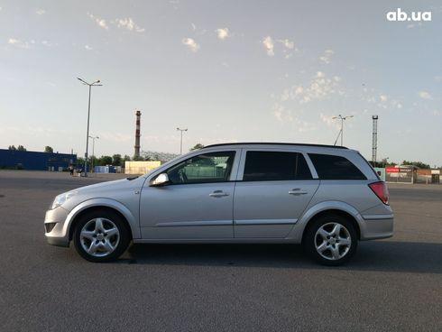 Opel Astra 2007 серебристый - фото 3