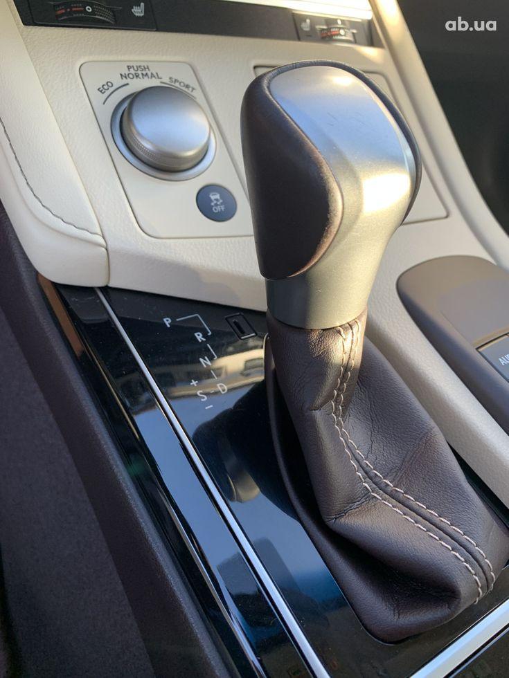 Lexus ES 2017 белый - фото 16