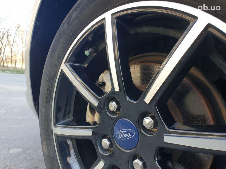 Ford Fiesta 2018 серебристый - фото 20