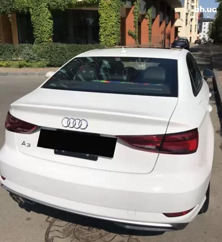 Audi A3 2018 белый - фото 5