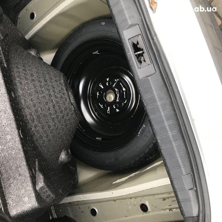 Subaru Legacy 2019 серебристый - фото 15