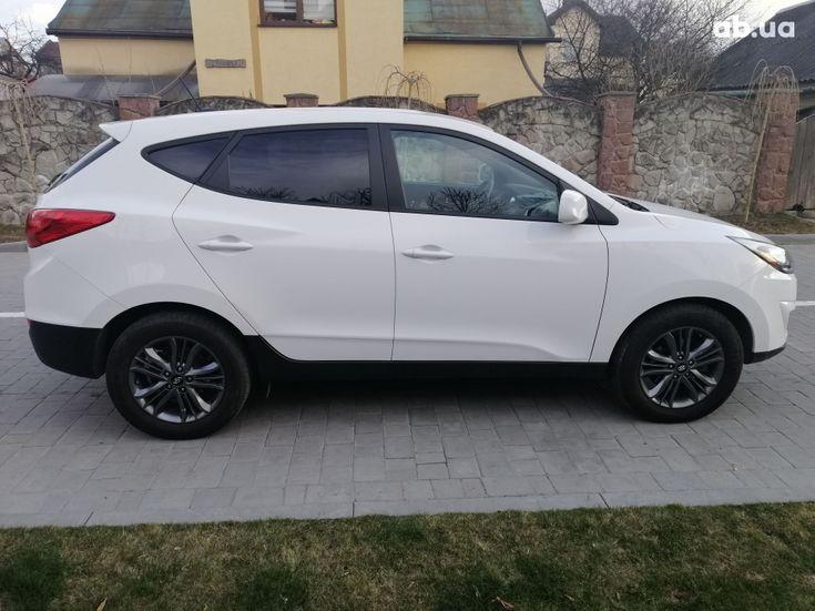 Hyundai Tucson 2015 белый - фото 7