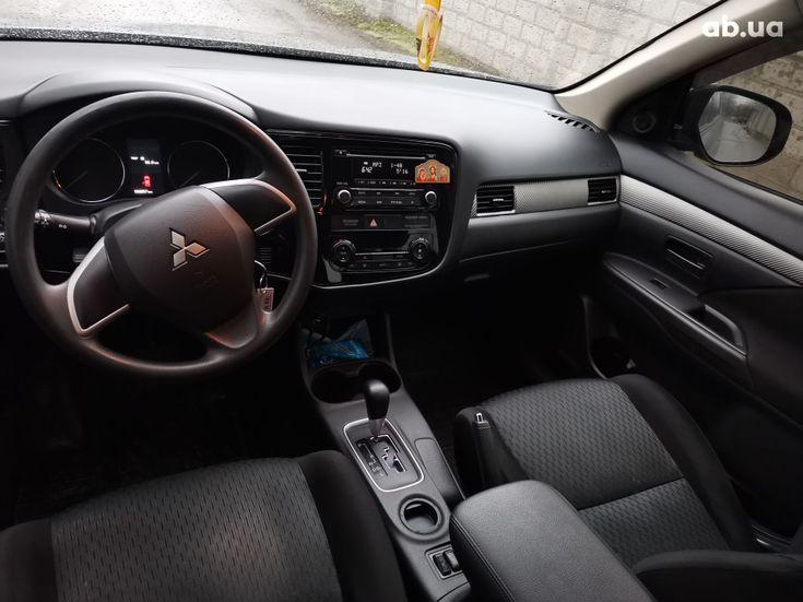 Mitsubishi Outlander 2014 серый - фото 16