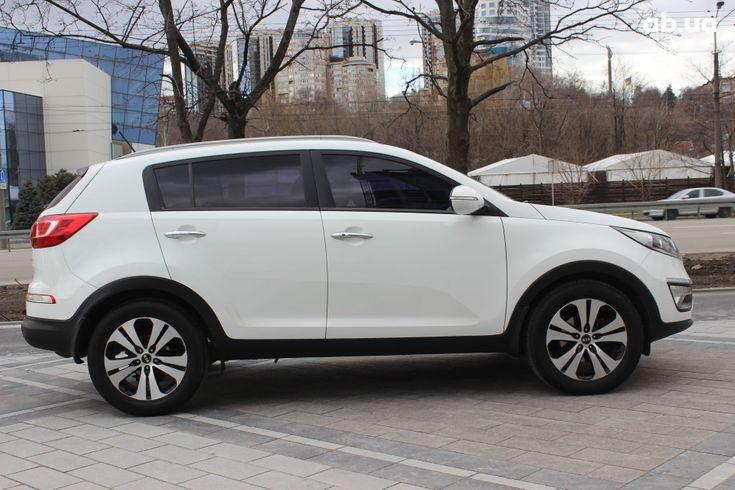 Kia Sportage 2013 белый - фото 3