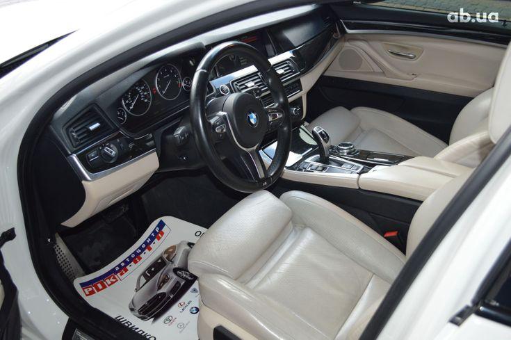BMW 5 серия 2013 белый - фото 7