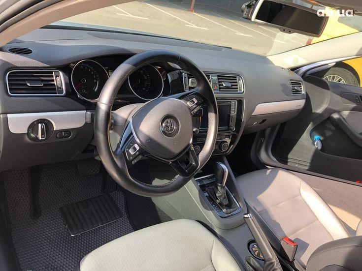 Volkswagen Jetta 2016 серый - фото 5