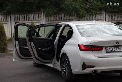 BMW 3 серия 2019 белый - фото 3
