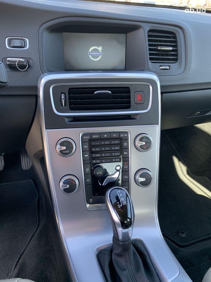 Volvo S60 2016 серый - фото 13