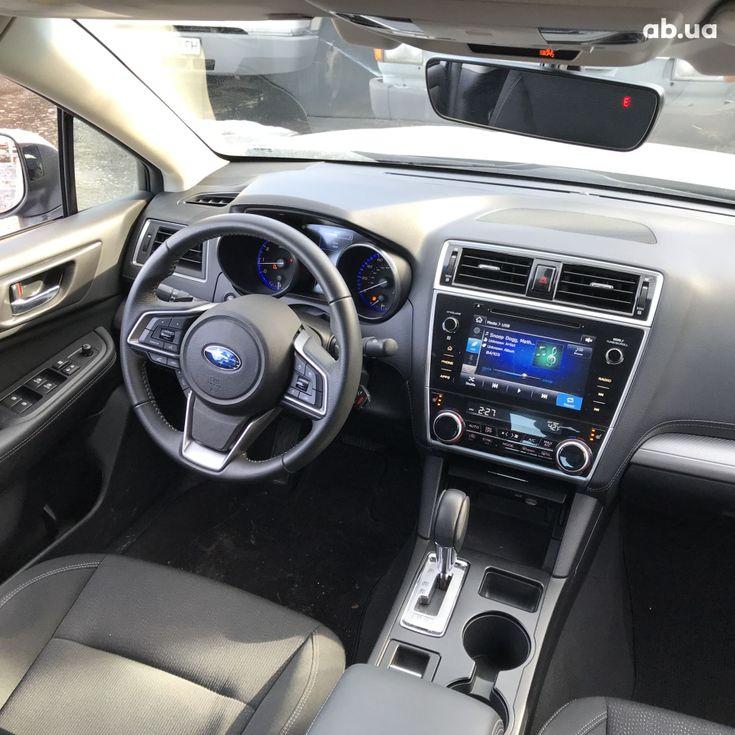Subaru Legacy 2019 серебристый - фото 9