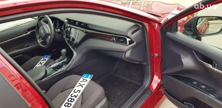 Toyota Camry 2020 красный - фото 15