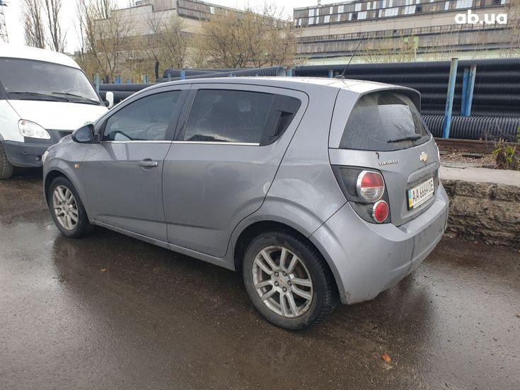 Chevrolet Aveo 2012 серый - фото 13