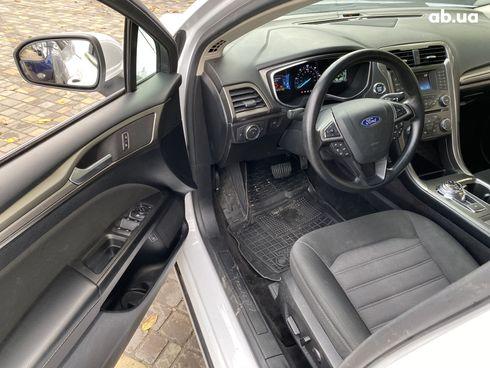 Ford Fusion 2018 белый - фото 11