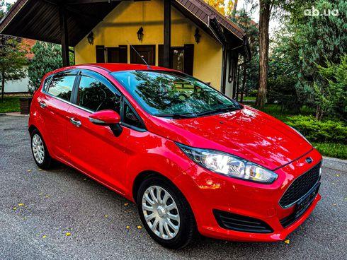 Ford Fiesta 2017 красный - фото 8