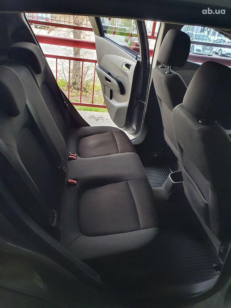 Chevrolet Aveo 2012 серый - фото 6