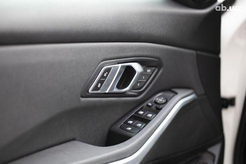 BMW 3 серия 2019 белый - фото 12