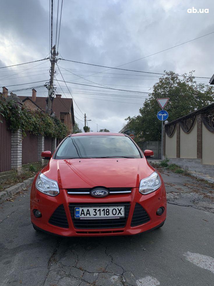Ford Focus 2011 красный - фото 2