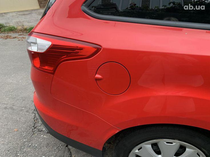 Ford Focus 2011 красный - фото 3