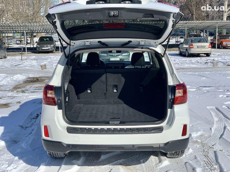 Subaru Outback 2017 белый - фото 8