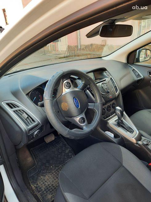 Ford Focus 2014 белый - фото 5