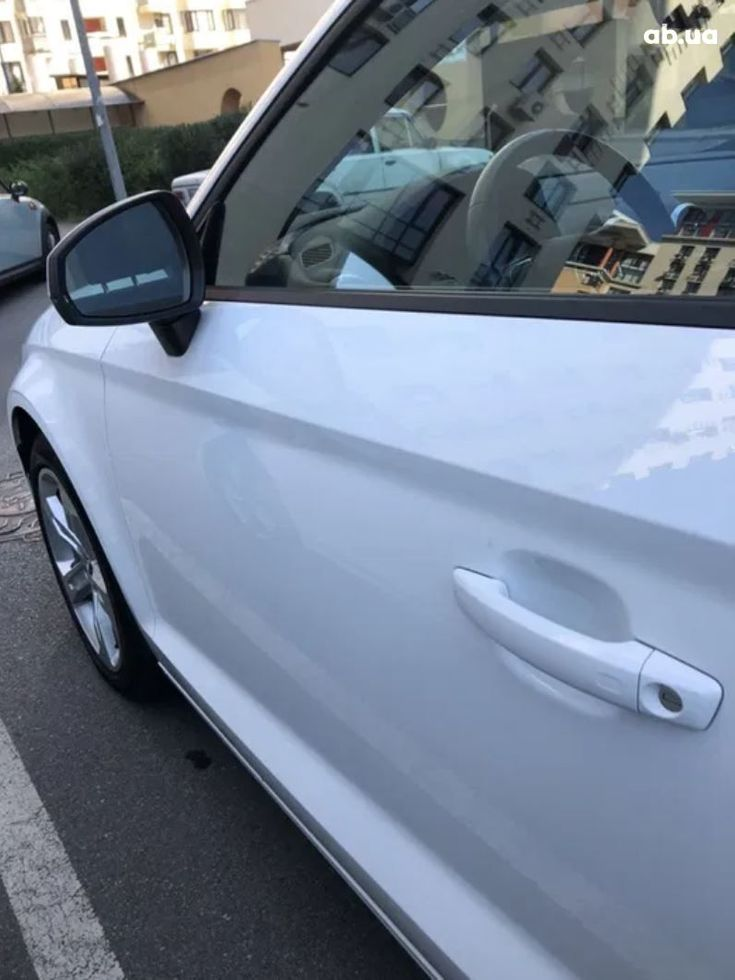 Audi A3 2018 белый - фото 3