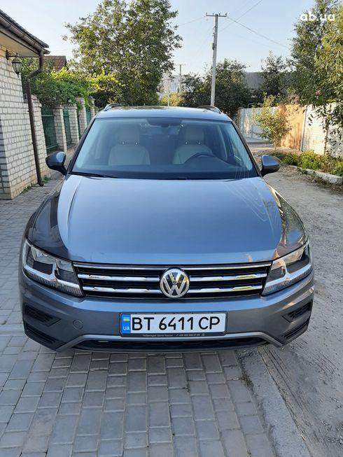 Volkswagen Tiguan 2018 серый - фото 4