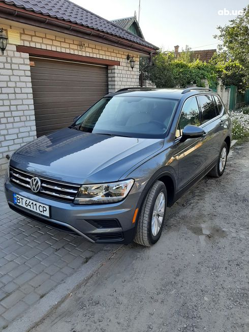 Volkswagen Tiguan 2018 серый - фото 1