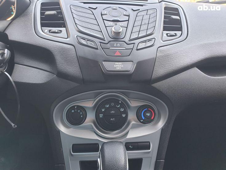 Ford Fiesta 2018 серебристый - фото 13