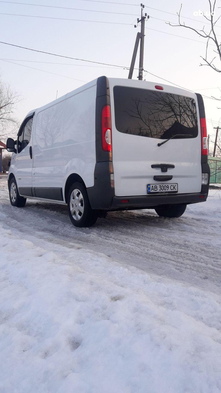 Renault Trafic 2012 белый - фото 44