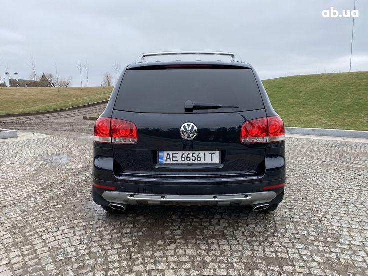 Volkswagen Touareg 2005 черный - фото 2
