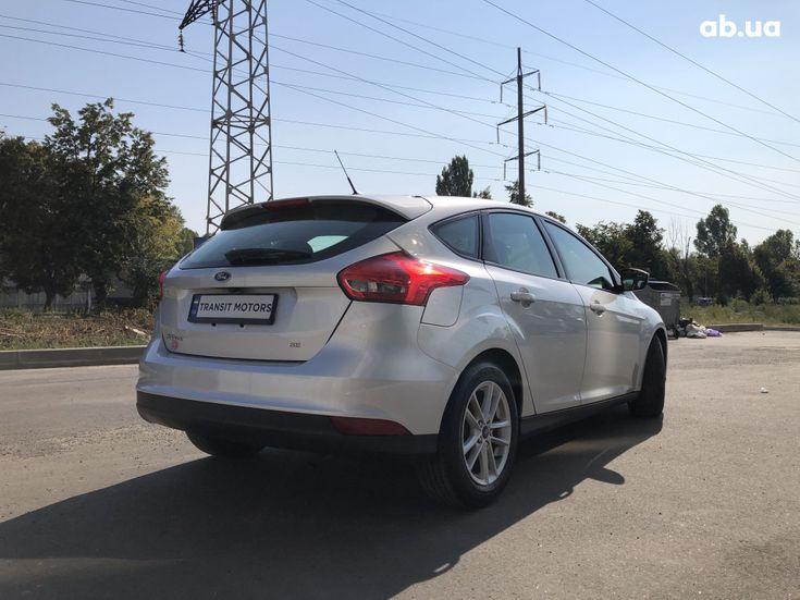 Ford Focus 2017 серебристый - фото 4