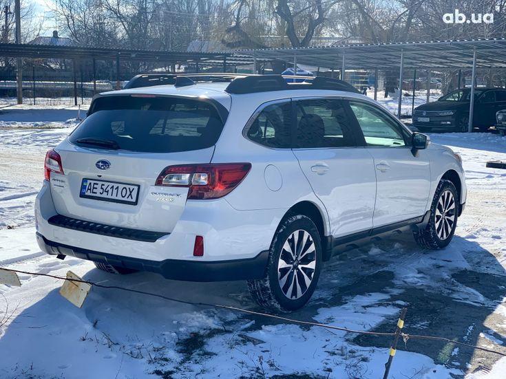 Subaru Outback 2017 белый - фото 6